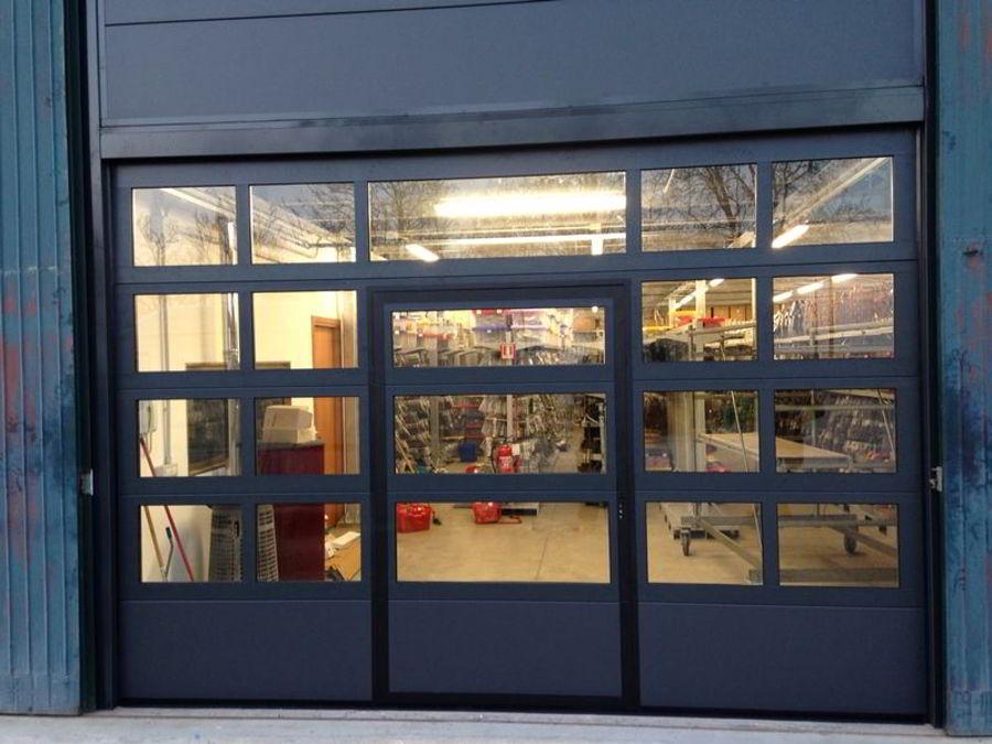 sezionale-con-sezione-alluminio-e-porta